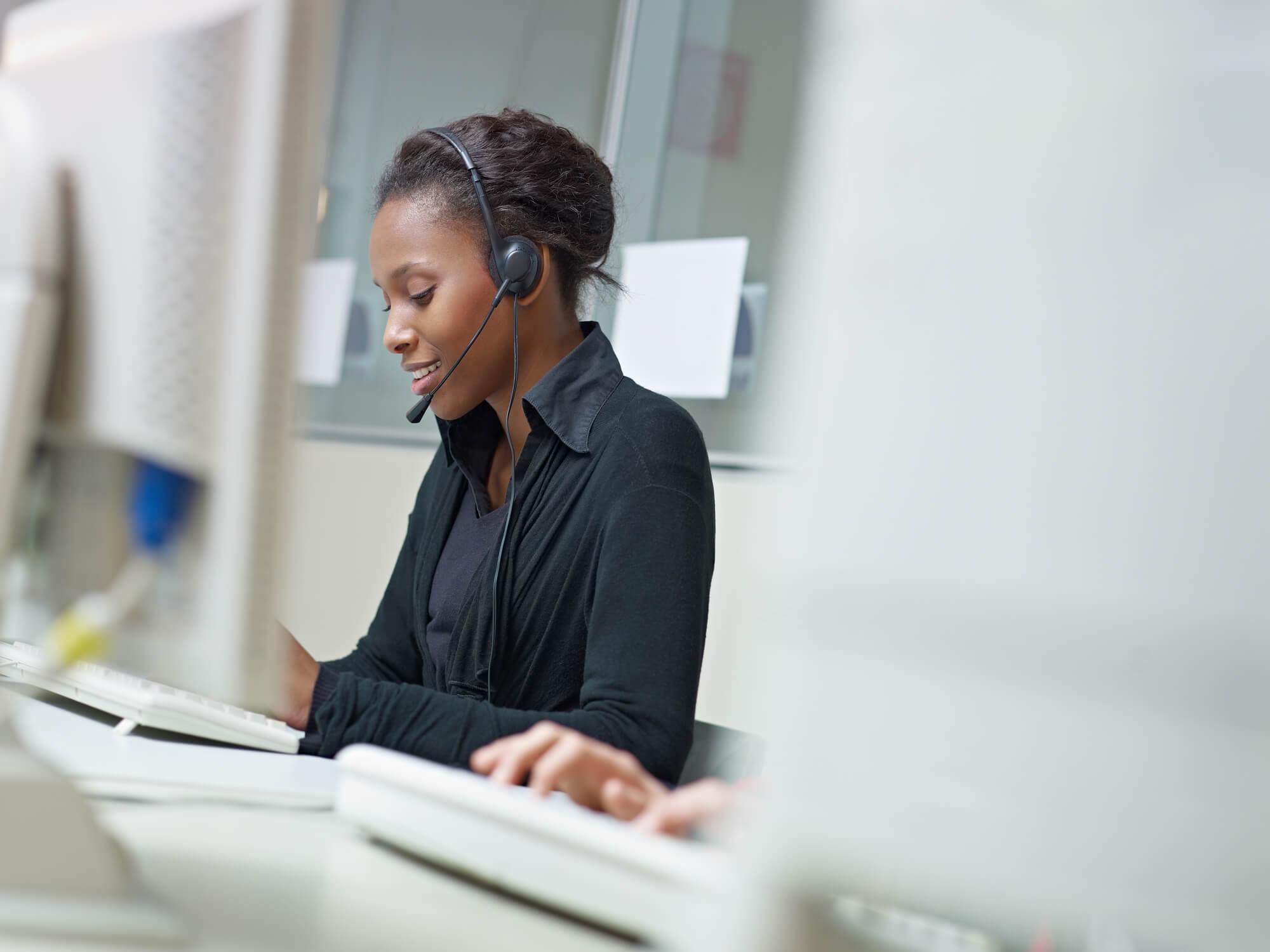 Telemarketing, call center ou contact center: entenda as diferenças